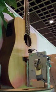 """Angesichts solcher """"Roboter"""" kann der Gitarist """"Fingers"""" nur kichern..."""