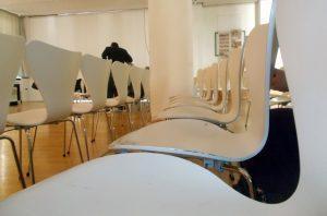 Die leeren Stühle vor Beginn täuschen: Es wurde wiede richtig voll im Spotlight Forum!