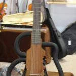 Die Gitarre ist total falsch zusammengeschraubt.
