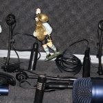So kann man sich schonmal vorstellen, was man mit den Mikrofonen machen soll, oder?